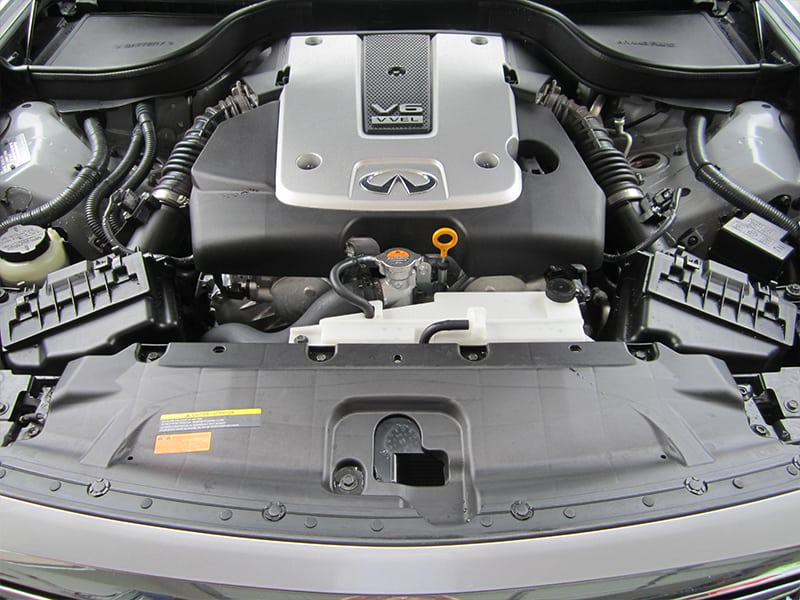 infiniti engine detailing (AFTER)